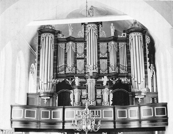 The organ with the new Rückpositif after the restoration by Ott in 1948